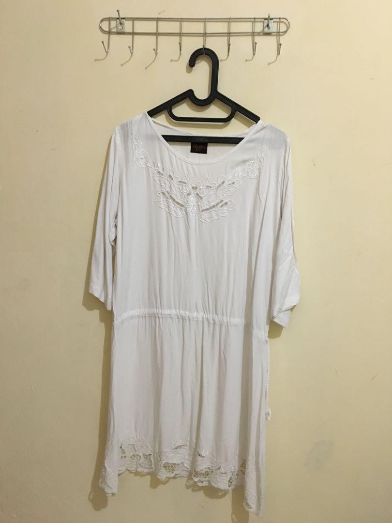 Dress pantai putih
