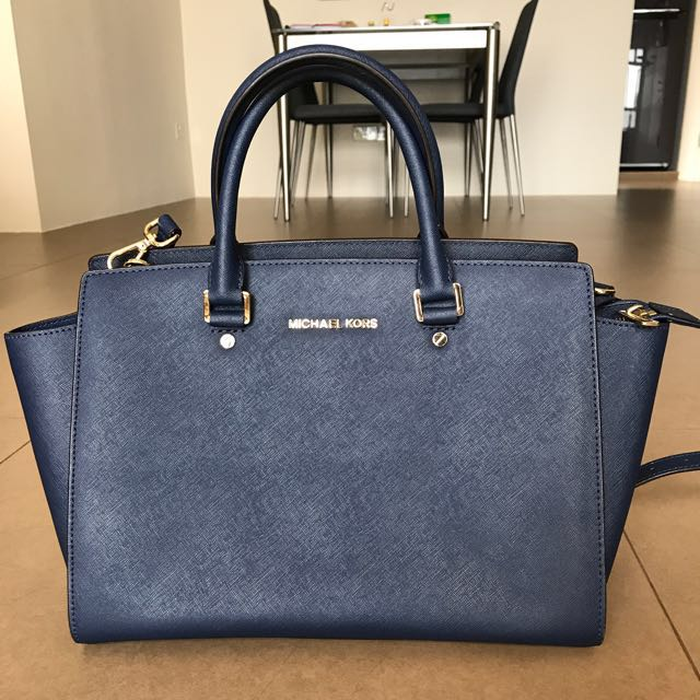 d85be44d16b486 Michael Kors Selma Large In Navy Blue, Luxury, Bags & Wallets on Carousell