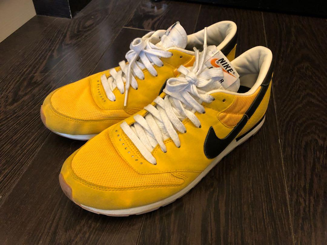 555b6c2fe5f0 Nike classic air epic maize yellow black