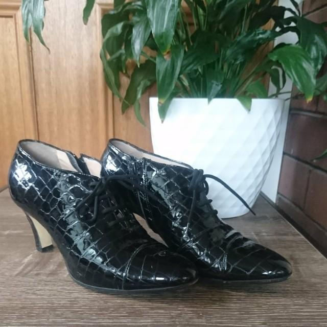 Peter Sheppard Italian leather black heels
