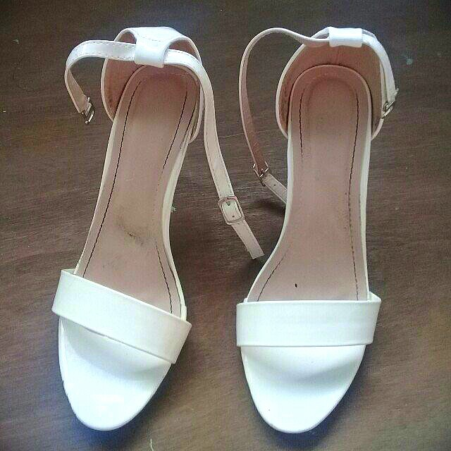 (REPRICED) WHITE HIGH HEELS SIZE 7