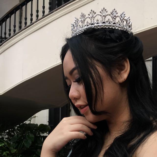Round queen crown pre wedding