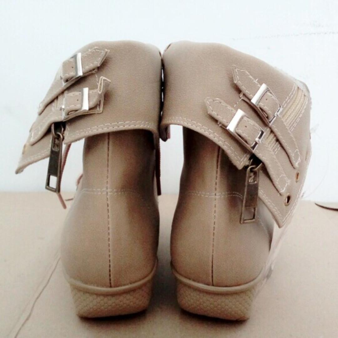 Precise Fame Sepatu Wanita Biru Jeans Krem Daftar Harga Terkini Denzel T Pria Hitam 38 Castle M Source Boot