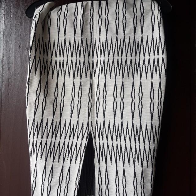Zara preloved pencil skirt with slit infront