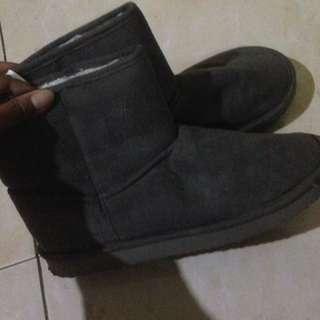 Sepatu salju ( winter shoes)
