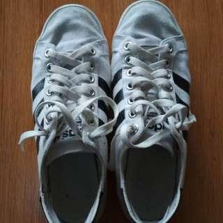 Adidas court Bw size 40