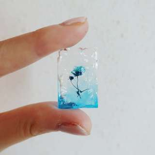 Dried flowers in water pendant