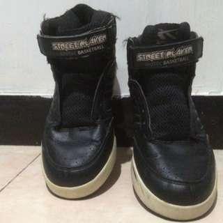 Sepatu k-sport bekas size 39