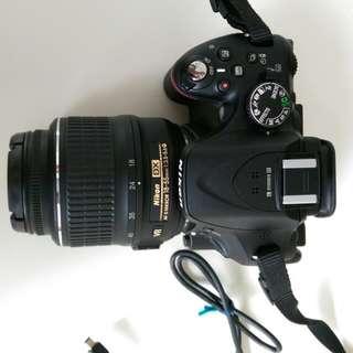 D5200 Nikon with lens