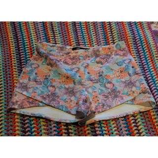 Sportsgirl floral shorts - size medium
