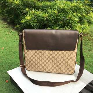 RESTOCKED!! Gucci GG Supreme Messenger Bag
