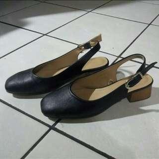 ❗SUPER SALE❗ Size 8 Parisian Shoes