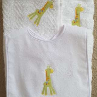 Handmade (3pc) giraffe towel & bib set