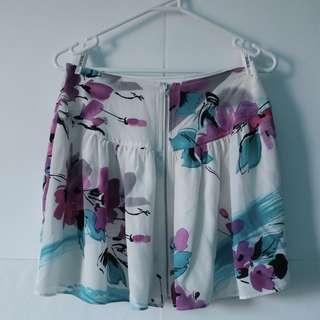 PORTMANS - Size 8 floral white blue purple skirt