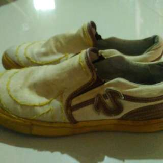Sepatu slip on True Religion