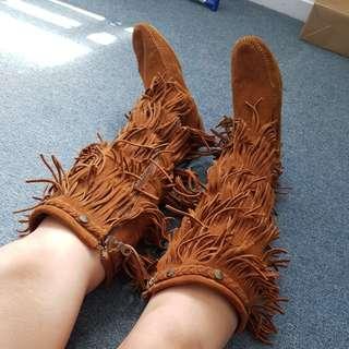 Minnetonka 5 layer Fringe Boots