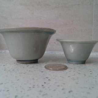 明: 藍邊白釉杯兩隻