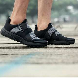 Sepatu Nike shocdart