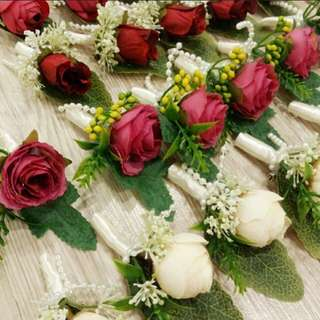 Boutonnieres/Pin corsages