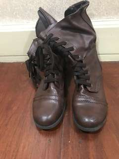 Womens boots size 6 1/2