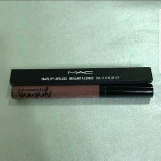 M.A.C Vamplify Lipgloss (Anything But Demure)