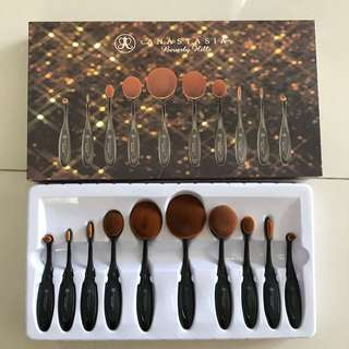 Anastasia inspired paddle brush set