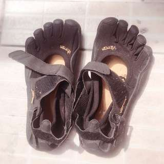 Vibram Beach Shoes size W34