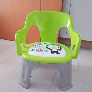 Brand new puku feeding chair