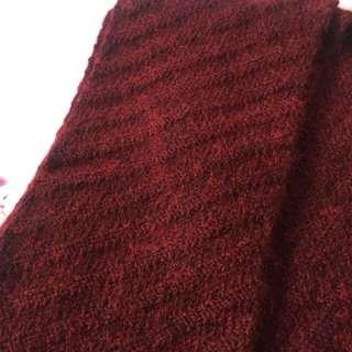 暗紅色斜紋頸巾