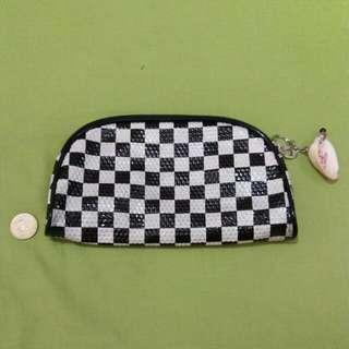 Checkered organizer