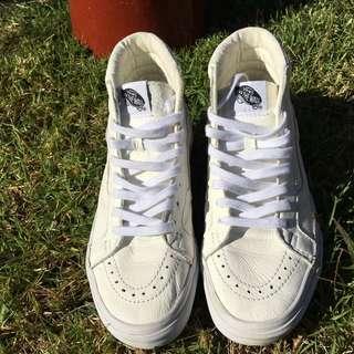 White Sk8-Hi Vans Classics Shoes 8.5