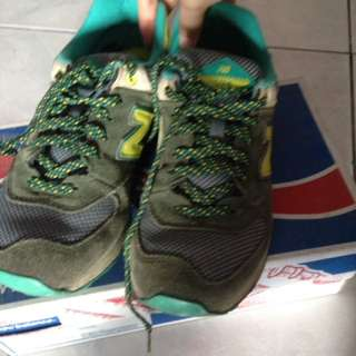 New Balance warna hijau