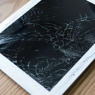 Ipad 4 with cracked outer screen