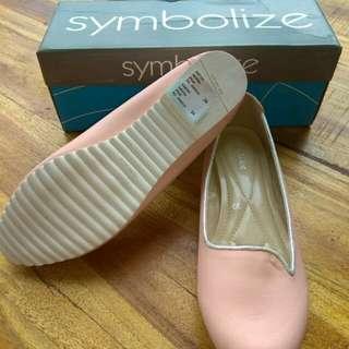 Sepatu flat symbolize