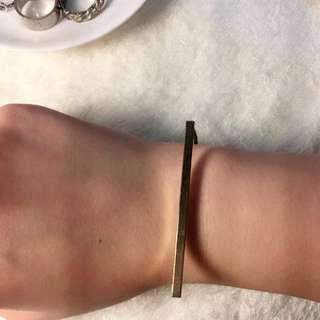 金色簡約長條狀手環 可自行調整手腕大小