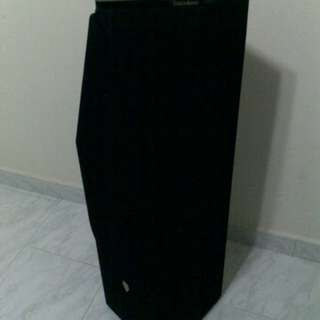 FLOOR STANDING SPEAKERS FOR SALE (BOUGHT IT NEW 1 YEAR AGO)
