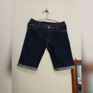 Celana jeans pendek wanita biru dongker Lingkar pinggang 74 cm Bahan melar