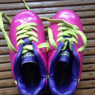 Girl's Soccer Shoes