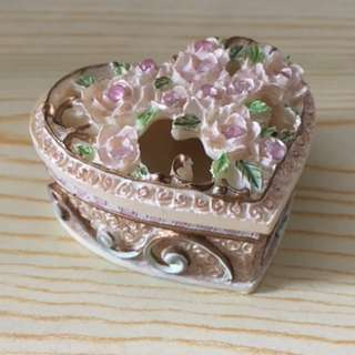 Small Heart Shape Container