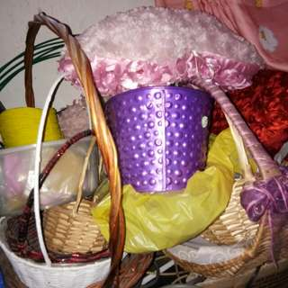Fruit/gifts baskets