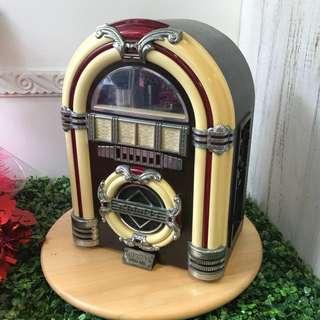 <<激罕>> 古董收音機, 100% 操作正常