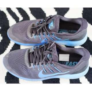 Preloved Sepatu Nike Runnimg Biru Original