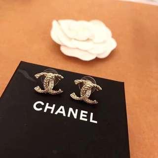 Chanel 專櫃新款 淺金色麻花五鑽耳釘