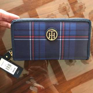 Brand new and authentic Tommy Hilfiger zip wallet
