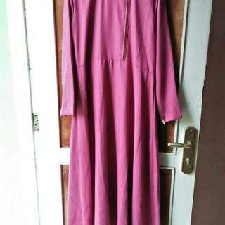 Gamis ungu wanita