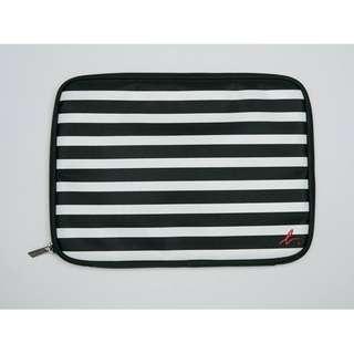 全新 Agnes b. iPad Case 間條袋/萬用袋