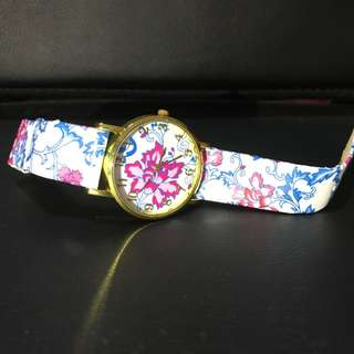 Flower watch need change battery. Unused watch in store