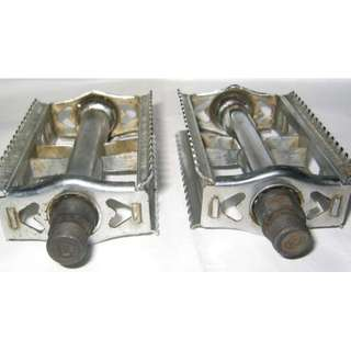 metallic 9/16-inch thread bicycle pedals