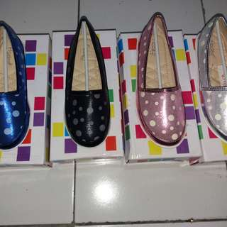 Dijual grosir sepatu anak perempuan merk fladeo
