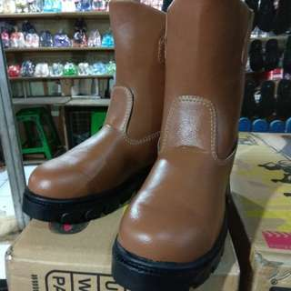 SEPATU SAFETY BESI BOOT PANJANG SOL KARET HARGA MURAH TERJANGKAU SEFATY SAFETY SAFTY SEPTI KING JUGER CATERPILLAR KINGSTELL